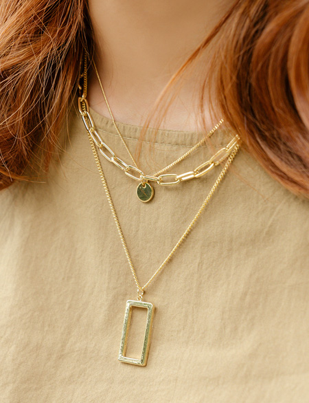 Loewers square necklace 91823